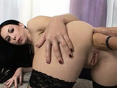 isabella-having-two-hands-in-her-ass