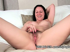 sexy-milf-amber-spreads-her-legs
