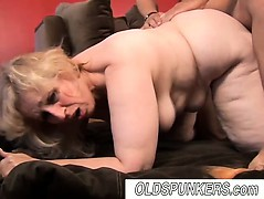 beautiful-mature-bbw-babe-anne-enjoys-a-facial-cumshot