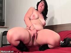 fat-brunette-experienced-woman-fingering-part3