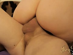 sexy-raven-haired-amateur-shaking-her-bubble-butt