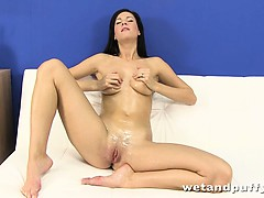 lauren-uses-her-fingers-to-cum