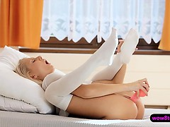 Hot Blonde Gal Play With Her Pussy Then Stuffed With Dildo