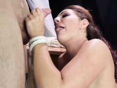 savannah-fox-squirts-when-clit-is-toyed