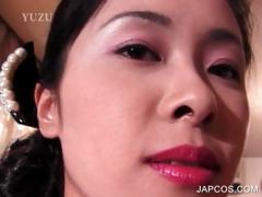 asian-geisha-shows-hot-ass-upskirt