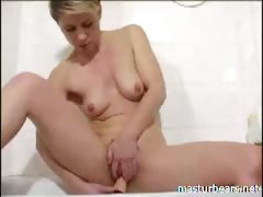 Hairy bathroom solo Mom Lauren